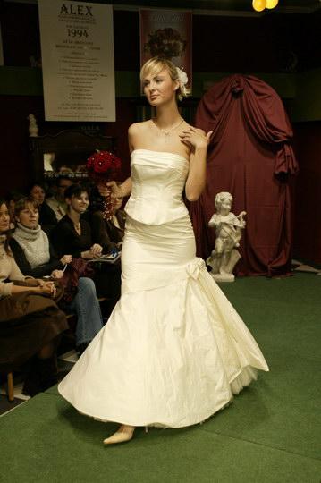 suknie ślubne - garnitury, pokaz mody ślubnej, najnowsze kolekcje, najmodniejsze suknie i garnitury