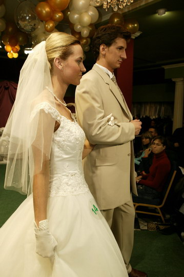 pokaz: suknie ślubne i garnitury, pokaz mody ślubnej, najnowsze kolekcje, najmodniejsze suknie i garnitury
