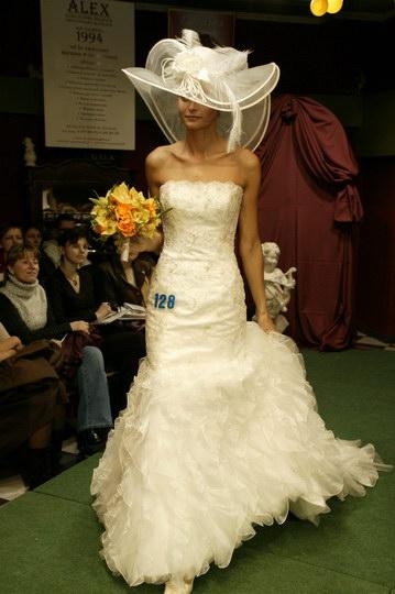 suknie ślubne - wieczorowe i garnitury, pokaz mody ślubnej, najnowsze kolekcje, najmodniejsze suknie i garnitury
