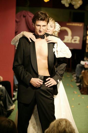 trendy w modzie ślubnej: suknie ślubne i garnitury, pokaz mody ślubnej, najnowsze kolekcje, najmodniejsze suknie i garnitury