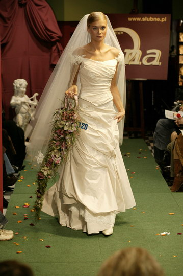 wyjątkowe suknie ślubne i garnitury, pokaz mody ślubnej, najnowsze kolekcje, najmodniejsze suknie i garnitury