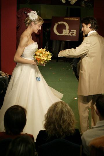 ciekawe suknie ślubne i garnitury, pokaz mody ślubnej, najnowsze kolekcje, najmodniejsze suknie i garnitury